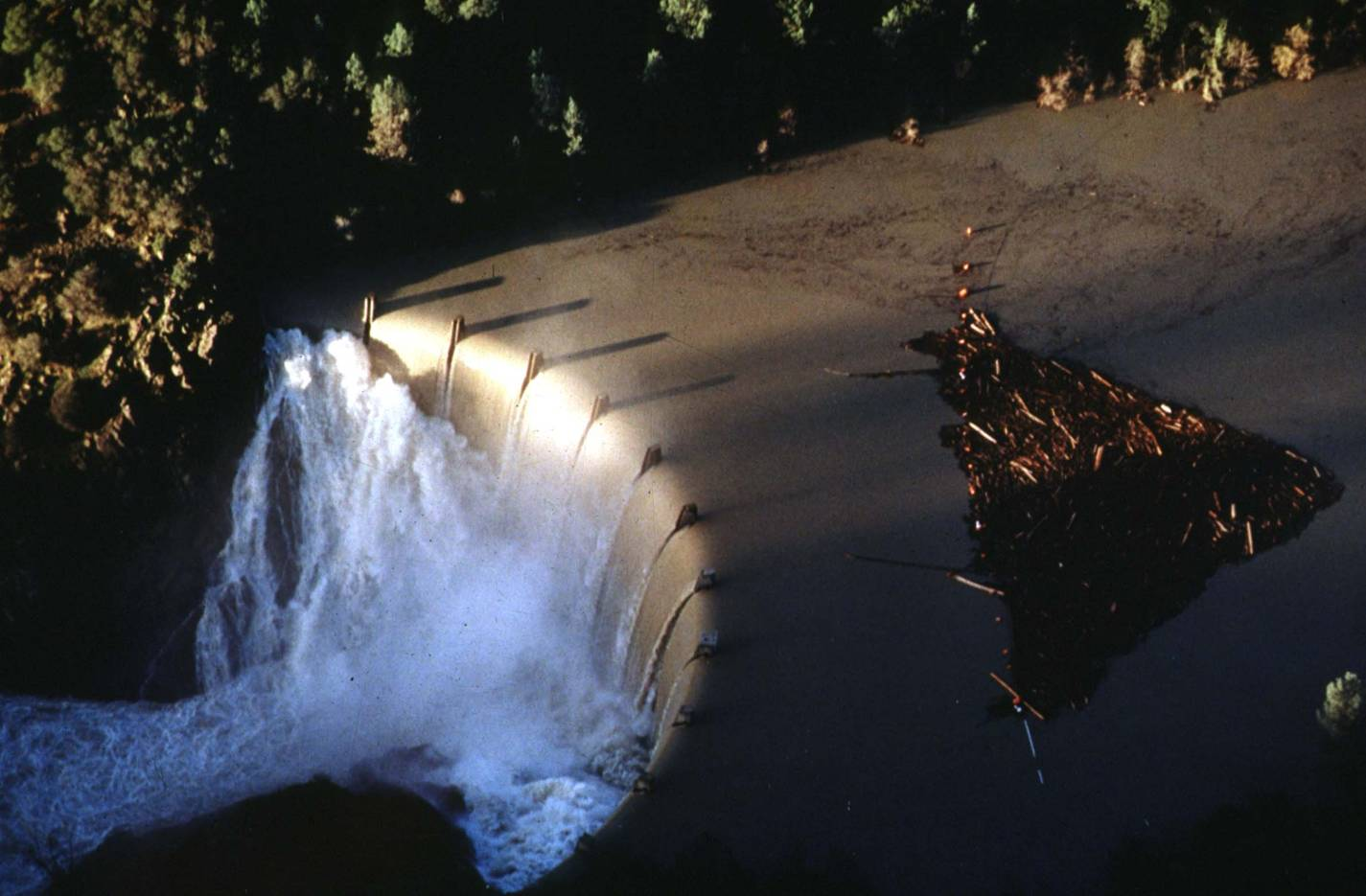 englebright_spillway-1997_flood_3.jpg